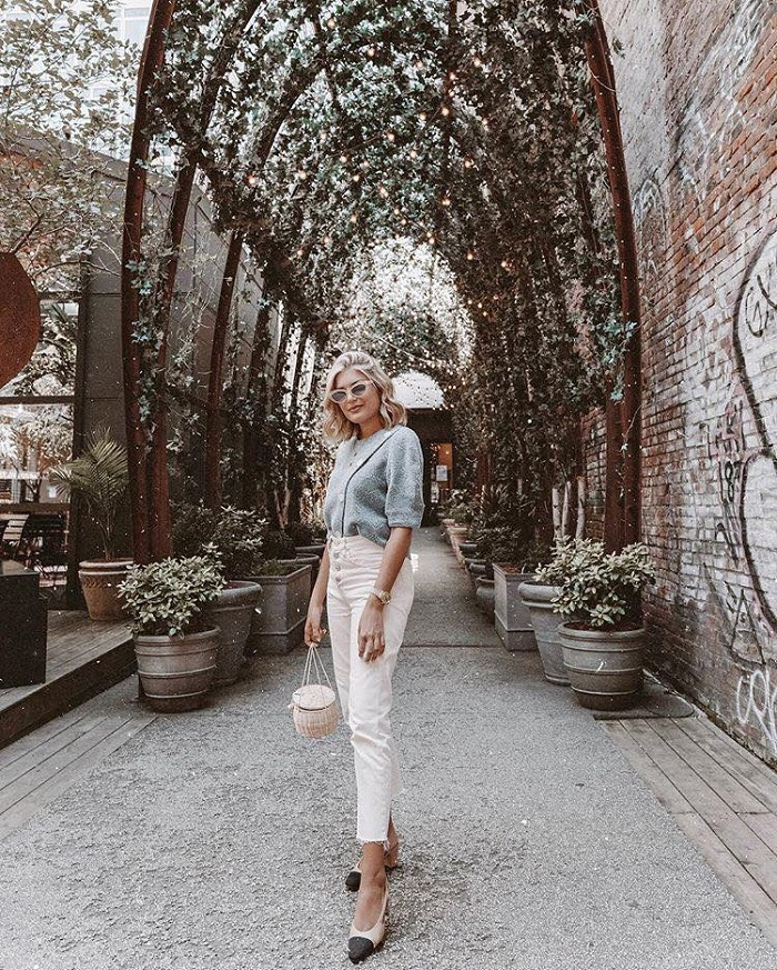 Make White Jeans Look Cool Again With These 16 Looks white jeans blue top